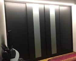 Réalisation d'une chambre rangement de chez Perene coloris noir avec insertion de 2 bandes coloris vert Opaline et profils de couleur noir